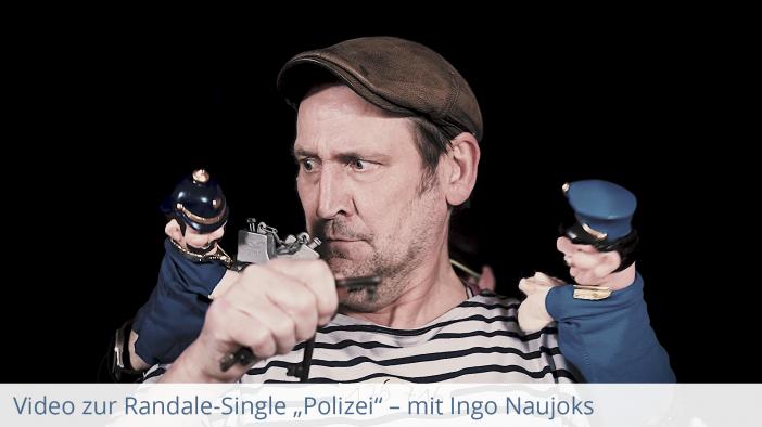 Ingo Naujoks spielt im Video der Kindermusik Band Randale